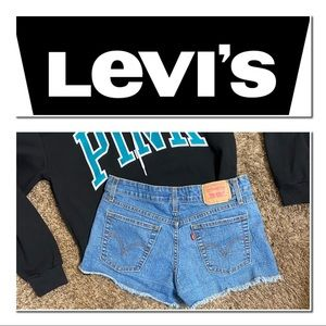 EUC SZ 7 Levi's Denim Shorts